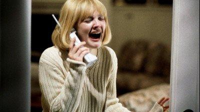 Drew Barrymore legt uit waarom haar personage moest sterven in de openingsscène van 'Scream'