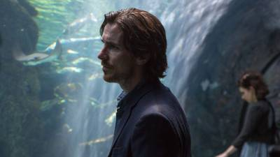 Christian Bale landt in Australië voor de productie van 'Thor: Love and Thunder'