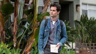 Penn Badgley keert terug naar de set van Netflix-serie 'You' voor de opnames van seizoen 3
