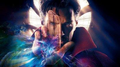 Filmcrew landt in Londen voor de productie van 'Doctor Strange 2'