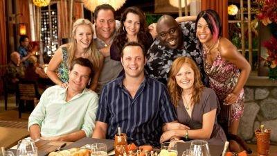 Universal aangeklaagd wegens 'racistische poster' van komediefilm 'Couples Retreat'