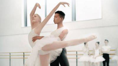 Disney+ deelt de trailer van docuserie 'On Pointe'