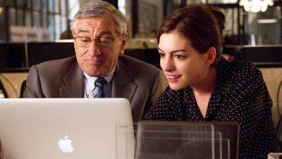Vanavond op tv: Robert De Niro en Anne Hathaway in 'The Intern'