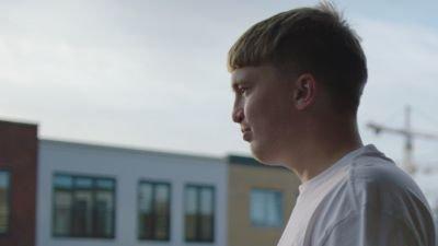 Rapper Snelle komt naar Netflix met de documentaire 'Snelle: Zonder jas naar buiten'