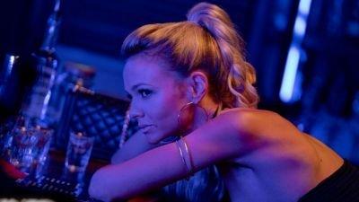 Carey Mulligan hekelt recensent die haar 'niet knap genoeg' vindt in 'Promising Young Woman'