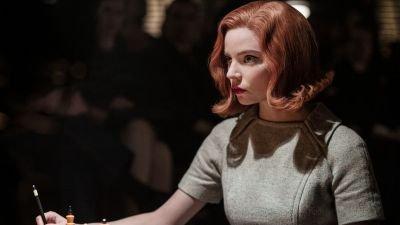 Na een dag schaken op de set van 'The Queen's Gambit' zocht Anya Taylor-Joy ontspanning in nachtclubs