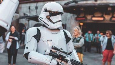 Kevin Feige stelt 'Loki'-maker Michael Waldron aan voor het script van zijn nieuwe 'Star Wars'-film