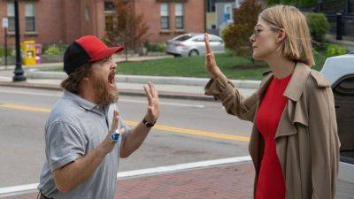 Trailer van misdaaddrama 'I Care a Lot' met Rosamund Pike nu te zien