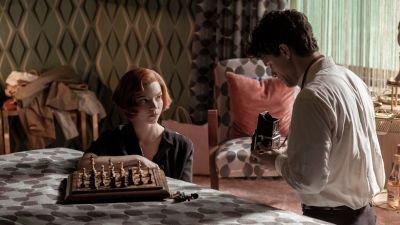 Genoten van 'The Queen's Gambit'? Bekijk ook eens deze 5 dramaseries op Netflix