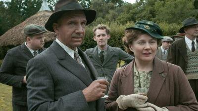 Nieuw op Netflix: biografische dramafilm 'The Dig' met Carey Mulligan, Ralph Fiennes en Lily James