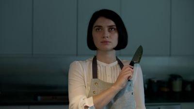 Netflix deelt de eigenaardige trailer van mysterieuze miniserie 'Behind Her Eyes'