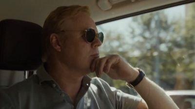 Ronald Koeman vertrekt naar Barcelona in de trailer van Videoland-serie 'Força Koeman'