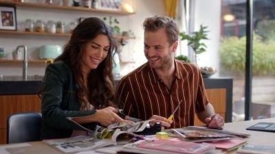 Netflix deelt de eerste teaser van romantische komedie 'Just Say Yes' met Yolanthe Cabau
