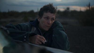 'Nomadland' met Frances McDormand wint Golden Globe voor beste film en schrijft geschiedenis