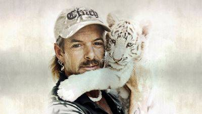Louis Theroux maakt nieuwe documentaire over 'Tiger King'-ster Joe Exotic