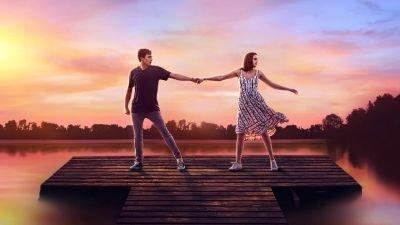 Netflix deelt eerste muzikale fragment van romantische familiefilm 'A Week Away'