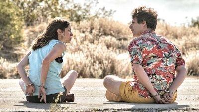 Sundance-favoriet 'Palm Springs' vanaf nu te zien op Amazon Prime Video