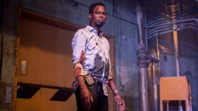Chris Rock jaagt op Jigsaw in de nieuwe trailer van horrorfilm 'Spiral: From the Legacy of Saw'