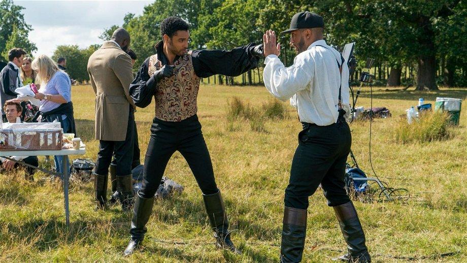 Nieuwe details onthuld over het vertrek van Regé-Jean Page uit 'Bridgerton' seizoen 2