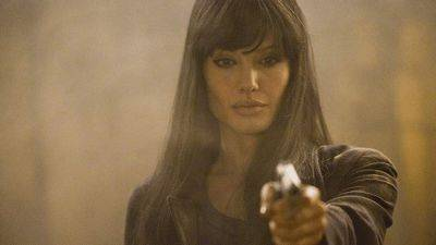 Spannende trailer van westernthriller 'Those Who Wish Me Dead' met Angelina Jolie nu te zien