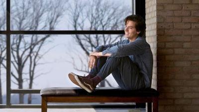 Cole Sprouse gaat nieuw project ontwikkelen en produceren voor Lionsgate