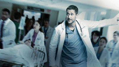 Een van de artsen uit 'New Amsterdam' vertrekt in seizoen 3 uit de serie