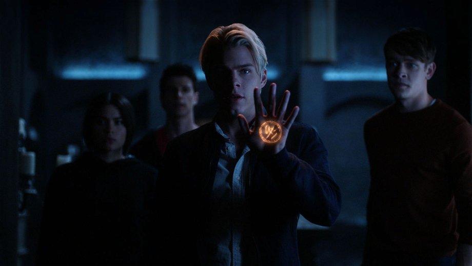 Netflix kondigt nieuwe sciencefictionserie 'The Imperfects' aan van de makers van 'The Order'