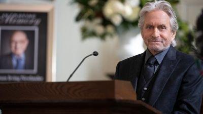 Michael Douglas neemt afscheid van een belangrijk personage in de trailer van 'The Kominsky Method' seizoen 3