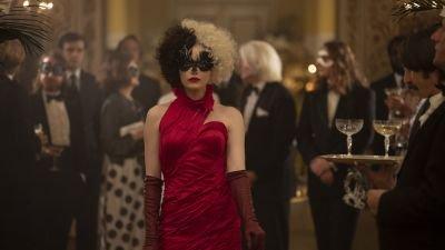 Disney deelt indrukwekkende entree van Emma Stone in nieuwe teaser van 'Cruella'