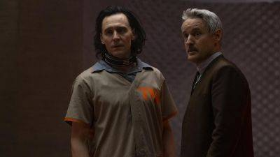 Nieuwe 'Loki'-clip introduceert Owen Wilsons personage Mobius M. Mobius