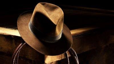 Harrison Ford landt in Engeland voor de opnames van 'Indiana Jones 5'