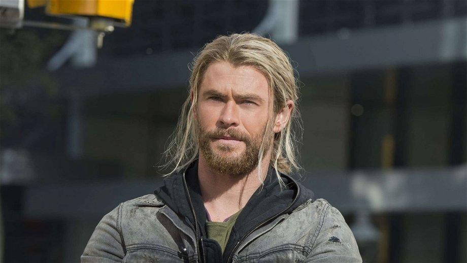 Chris Hemsworth neemt ons in de maling met achter de schermen foto van 'Thor: Love and Thunder'