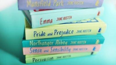 Netflix deelt de eerste foto's van nieuwe Jane Austen-film 'Persuasion' met Dakota Johnson