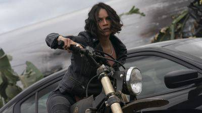 'Fast & Furious'-ster Michelle Rodriguez te zien op eerste setfoto's van 'Dungeons & Dragons'