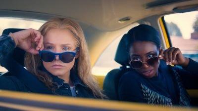 Veelbelovende trailer van komediefilm 'Queenpins' met Kristen Bell en Kirby Howell-Baptiste nu te zien