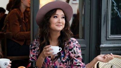 'Crazy Rich Asians'-schrijfster Adele Lim werkt aan een comedy-film met 'Emily in Paris'-ster Ashley Park
