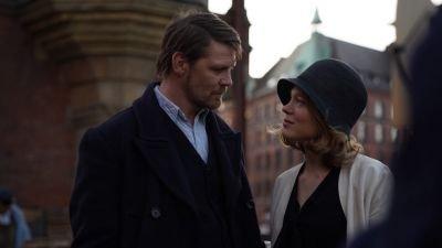 Gijs Naber en Léa Seydoux te zien in sfeervolle trailer van 'The Story of My Wife' uit Cannes-selectie
