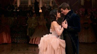 Amazon Prime Video geeft nieuwe beelden vrij van muzikale komedie 'Cinderella'
