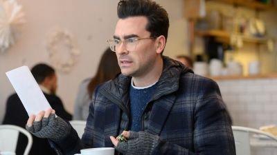 Emmywinnende acteur en producent Dan Levy sluit multideal met Netflix
