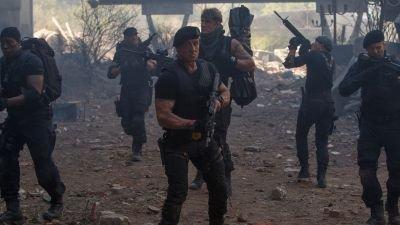 Sylvester Stallone deelt nieuwe beelden vanaf de set van 'The Expendables 4'