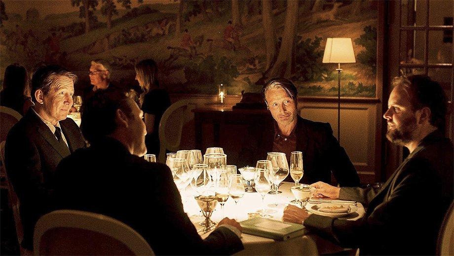 De alcohol vloeit in de trailer van de nieuwe film van Thomas Vinterberg