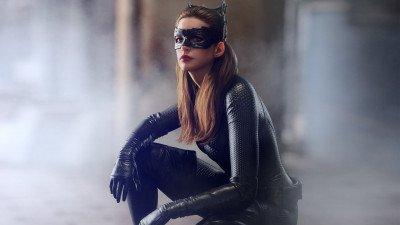 Anne Hathaway: 'Christoper Nolan laat geen stoelen toe op de set'